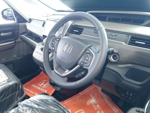 新型フリードの運転席画像
